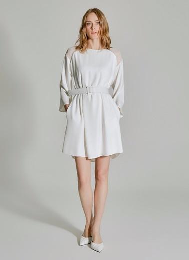 People By Fabrika Omuzları Dantel Detaylı Elbise Beyaz